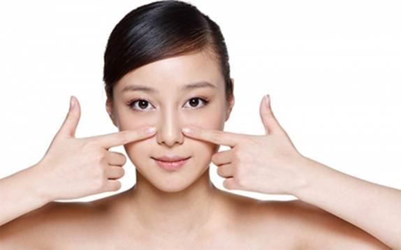 Không nên massage mũi sau phẫu thuật.
