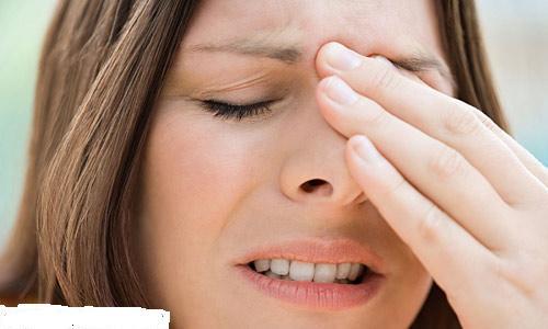 Nhiều người gặp phải hiện tượng đau buốt do sử dụng chất liệu nâng mũi không an toàn